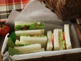 あじのサンドイッチ ~レモン風味のあじがパンとの相性抜群~